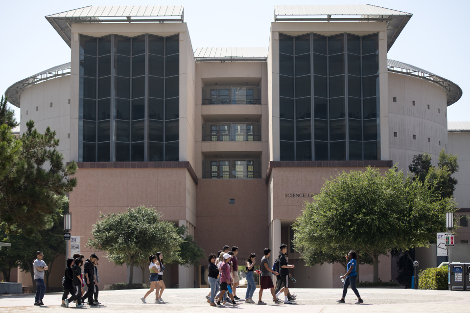 Advancing Student Service: UCI Libraries and DUE Team Up to Unveil Science Library 5th-Floor Renovations